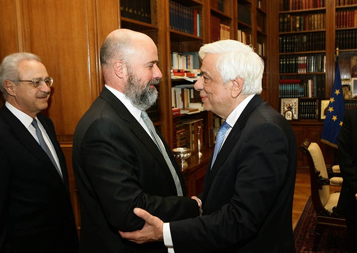 (left) Vassilis Kaskarelis, Senior Advisor SNF, (center) Andreas Dracopoulos, SNF Co-President,  (right) Prokopios Pavlopoulos, President of the Hellenic Republic - Source: Panagiotis Stolis
