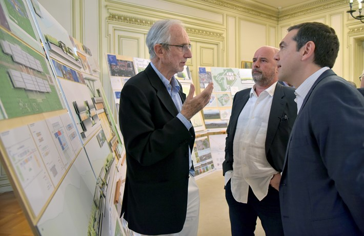 (From left to right) Renzo Piano, architect, Andreas C. Dracopoulos, Co-President, SNF, Alexis Tsipras, former Greek Prime Minister / Source: Marilena Katsini