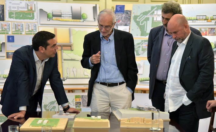 (From left to right) Alexis Tsipras, Prime Minister of Greece, Renzo Piano, architect, Pavlos Polakis, Deputy Minister of Health, Andreas C. Dracopoulos, Co-President, SNF / Source: Marilena Katsini
