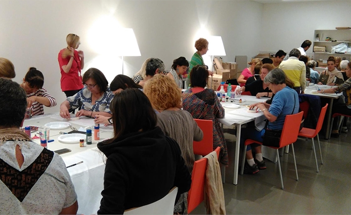 Creative Accessories Workshops | Foulards: Tribute to Opi Zouni Source: SNFCC